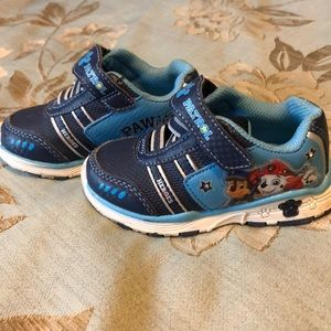 Boys' Light 💡 Up Paw Patrol sneakers.